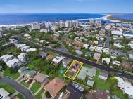 CENTRAL CALOUNDRA WITH VIEWS!!!