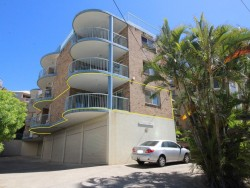 THREE BEDROOM UNIT IN THE HEART OF CALOUNDRA!