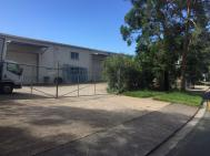 CALOUNDRA WEST – LARGE HIGH CLEARANCE INDUSTRIAL SHED