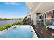 PRESTIGIOUS WATERFRONT TOWNHOUSE